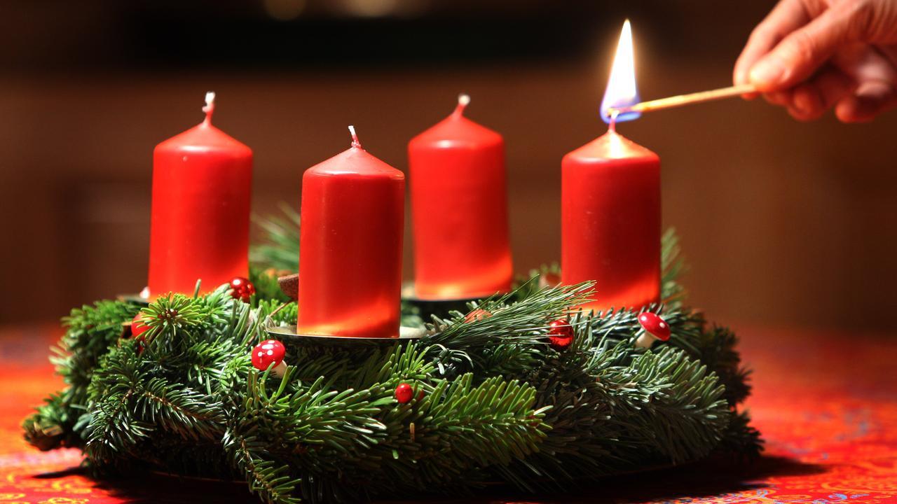 Prvá adventná nedeľa a päť sviatočných štandardov