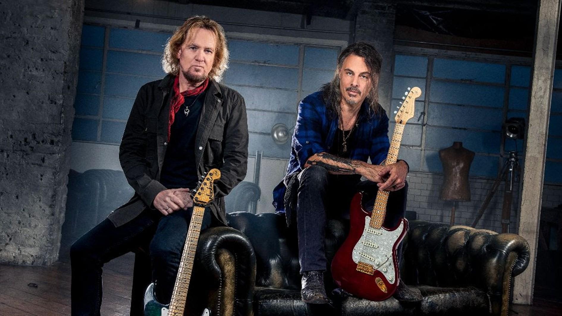 Kolaborácia dvoch gitaristov Adriana Smitha a Richie Kotzena
